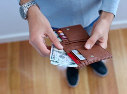 Prelievo indebito del marito dal conto corrente cointestato